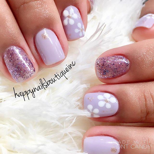 Gotta #love  #spring 💅🏻💕🌸🌷🌻✨☀️ #glitter #HNB #Chicago #Chitown #Lakeview #nails #nailsalon #na