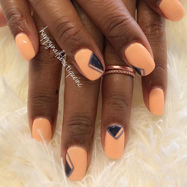 Super simple yet cool geometric design! 👍🏻💅🏻😎 #handpainted #freehanddesign #naturalnailsgoal #n
