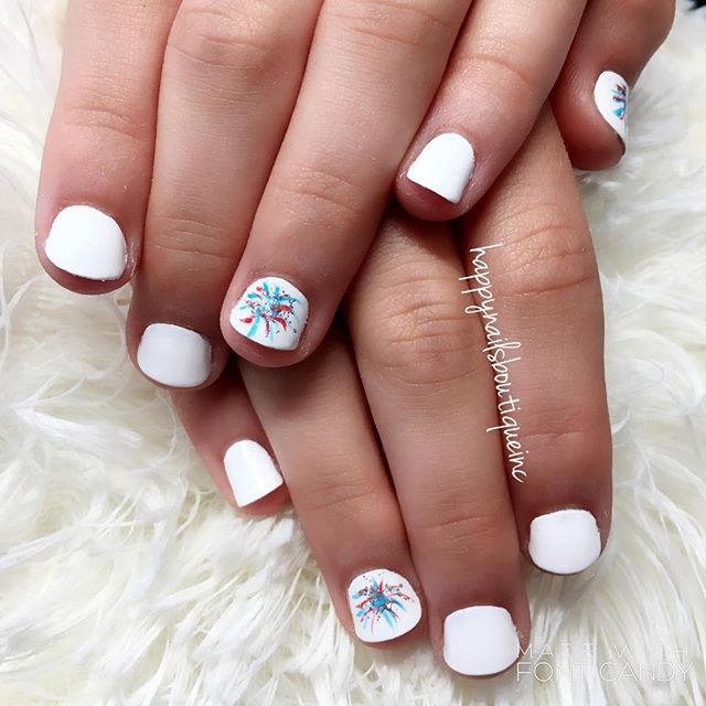Little one can have fun too! Happy #FourthOfJuly !🎇🎆🎇🎆 #fireworks #notd #nails #nailart #nailgam