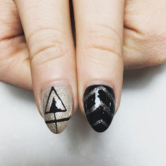 #nails #nail #nailsalon #chicago #acrylic #black #gold #nailart