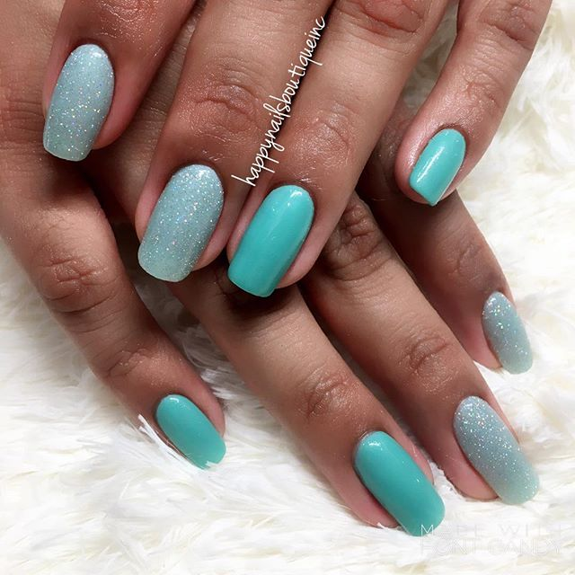 #dippowder has never look so #natural! #HNB #notd #naturalnailsgoal #teal #sparkles #glitter #square