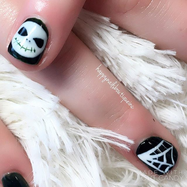 #halloweennails dome right 🖤 #matte and #shiny #notd #nail #nails #nailart #naildesign #french #chi