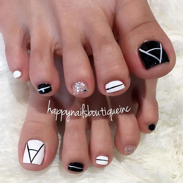 #summer is so close! Don't forget about your #toes! 👣 #HNB #nails #toenails #nailart #nailsalon #na