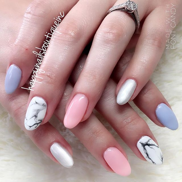 Cute spring + marble = 🙌🏻 🌸🌷☀️💕💅🏻 #312food #Chitown #Lakeview #Chicago #nailsmagazine #nailsa
