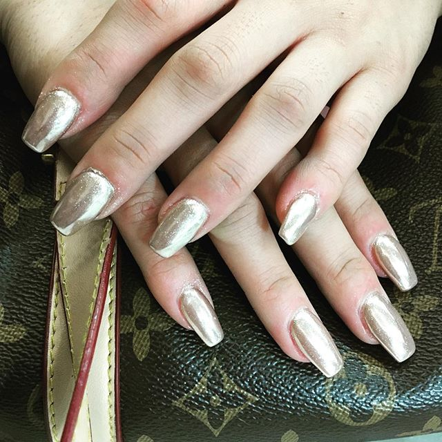 #gold #chrome #chromenails #chromepowder #HNB #nail #nails