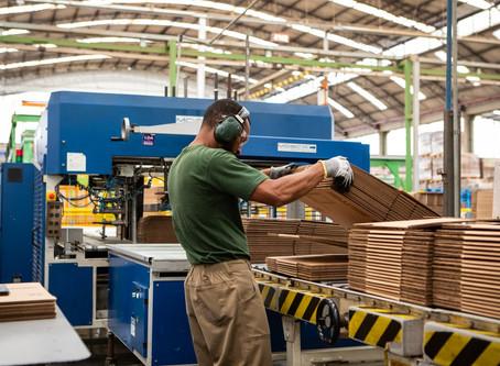 PIB da indústria cresce 0,7% e setor deixa quadro de recessão técnica