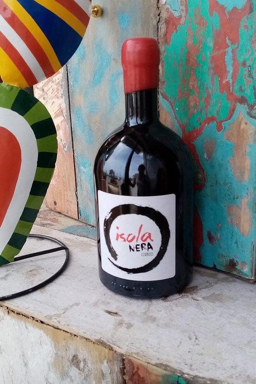 bottiglia di vino rosso locale siciliano isola nera
