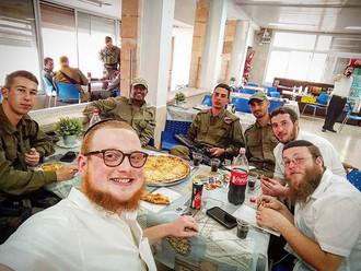 #sunday #IDF #Pizza #selfie 🍕 🍕 😋 😋