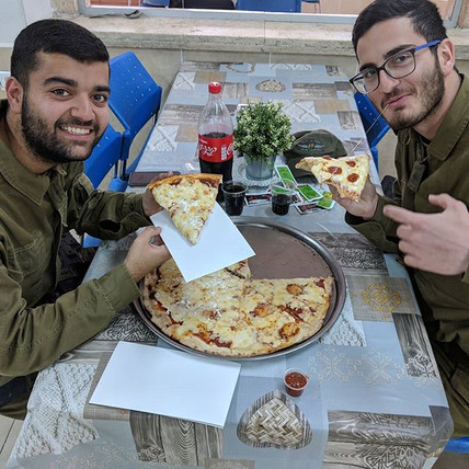 40 pies of #Pizza for #IDF soldiers