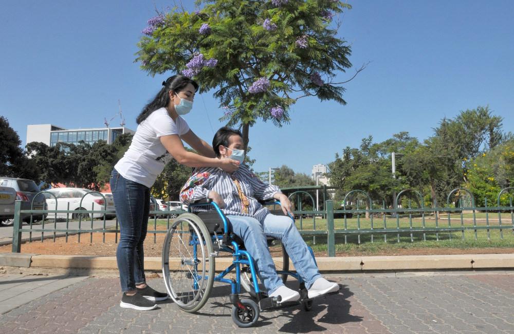 Ла-Коль компания по уходу, метапелет для пожилого человека, иностранные работники по уходу в Израиле