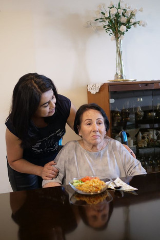 Иностранный работник по уходу или дом престарелых?