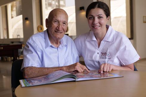 Уход за пожилыми людьми на дому