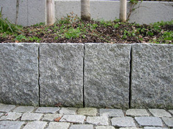Palisadenmauer aus Granit