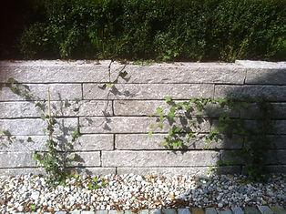 SchichtmauerwerkGranit Bordsteine gesägt