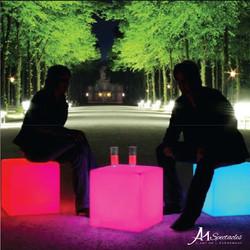Assise Lumineuse en Forme de Cube