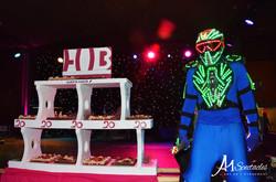 Robot Lumineux avec gateau 20 ans Hub