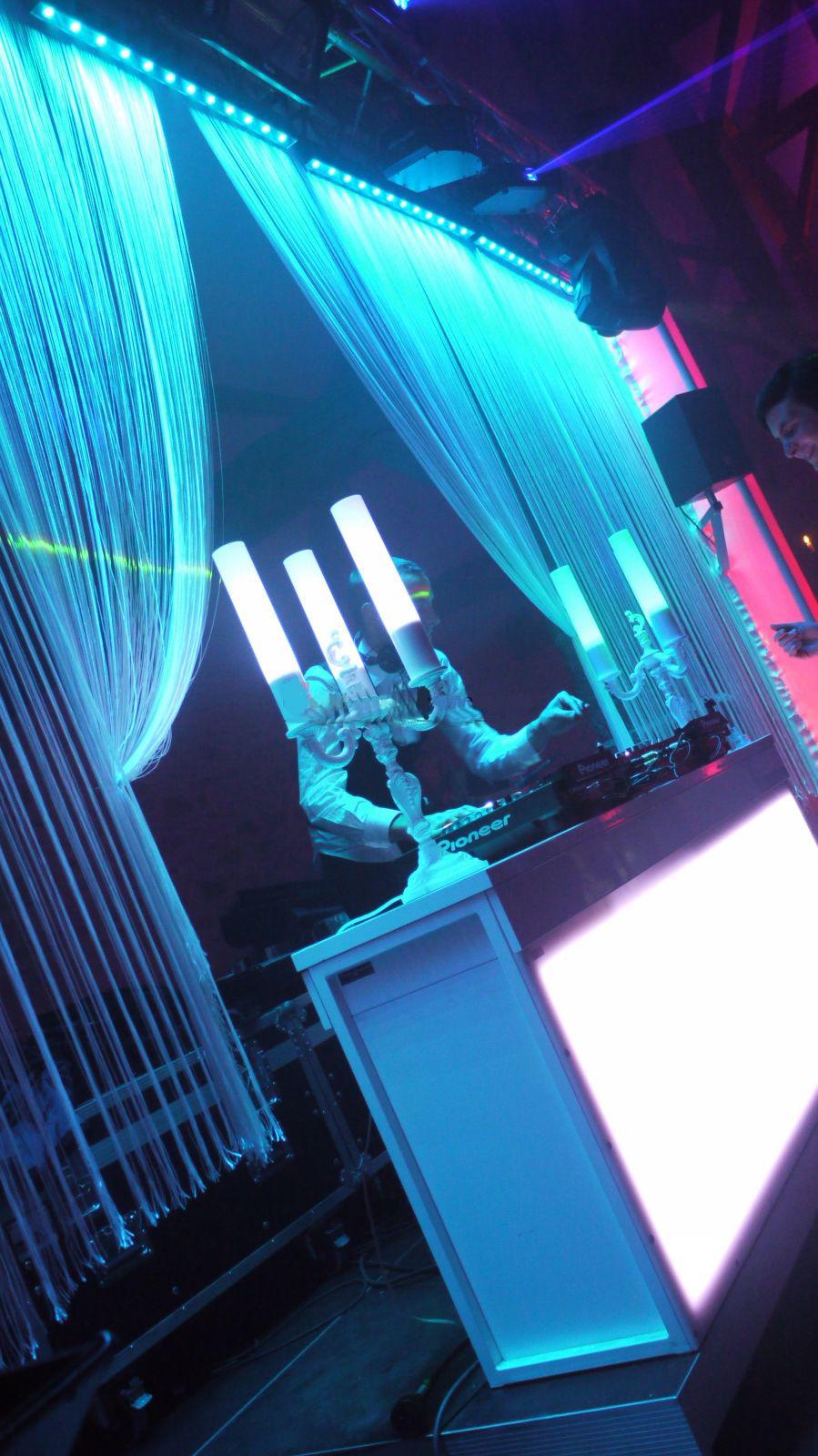 DJ Stand Design et Rideaux Lumineux