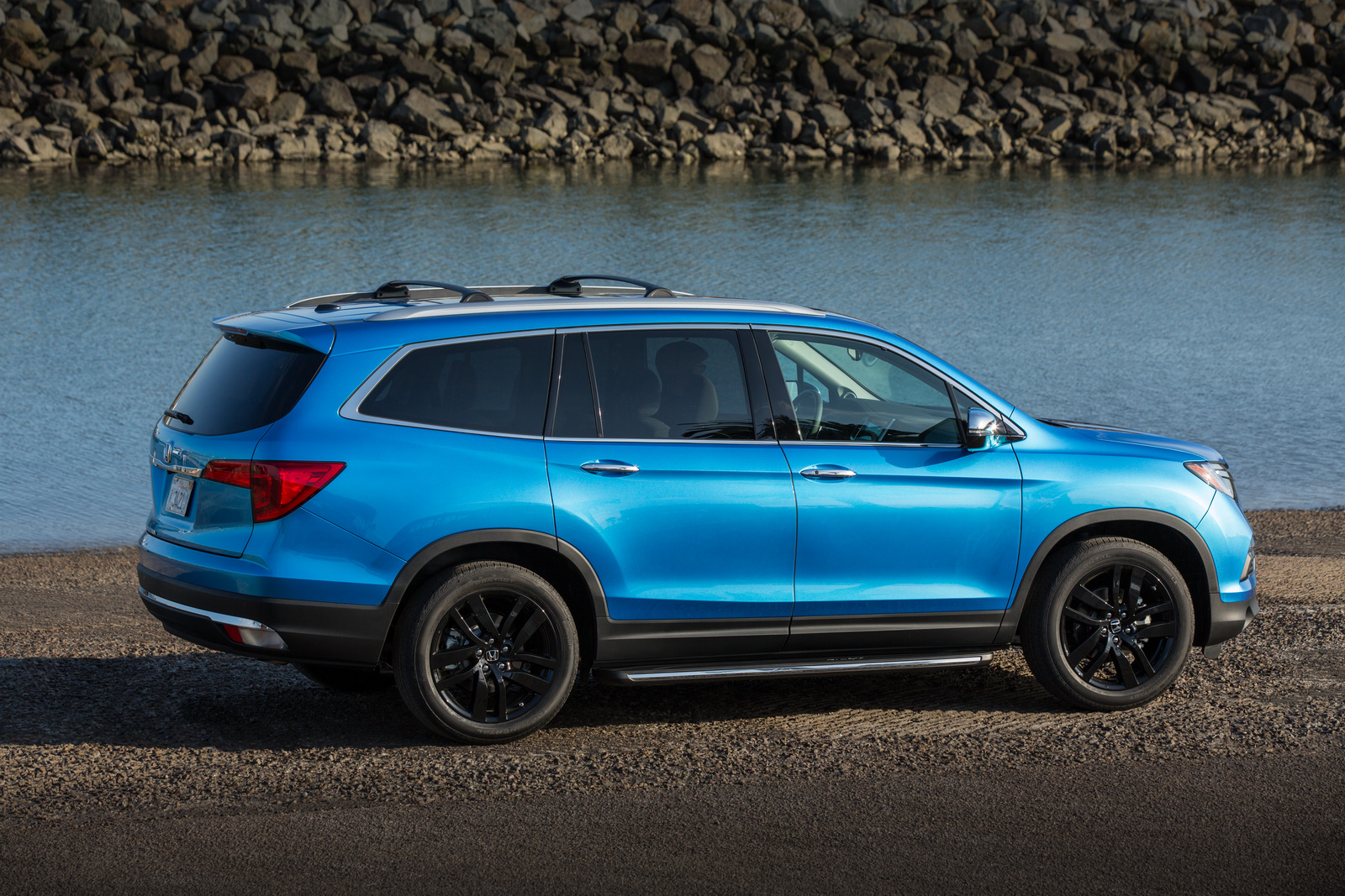2016-Honda-Pilot-with-accesory-package-4
