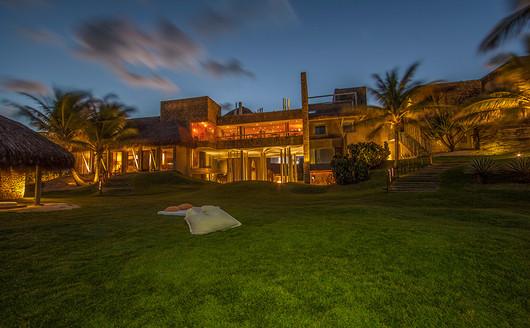 Kenoa Resort & spa ao anoitecer
