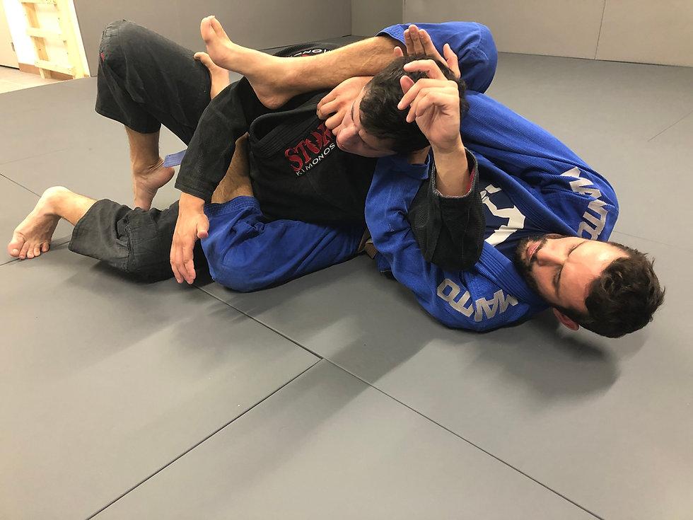 Soumission par étrangement arrière en Jiu-jitsu brésilien