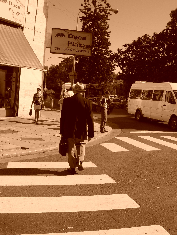 Argentina - street - man walking 01334301_DSCN0617_0009533672.JPG