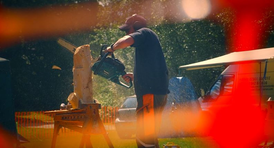 Chainsaw Carving at Retrofest events
