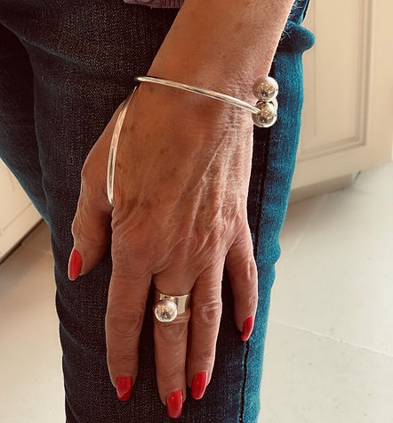 Crossover Wrist with adjustable single bead ring