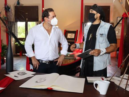 Julián Zacarías y el pintor Guidofarina recorren la Casa de la Cultura de Progreso