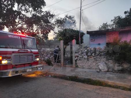 Arde vivienda abandonada en Mérida