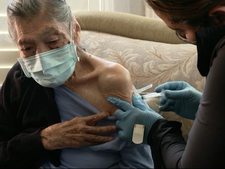 Tras sobrevivir a dos pandemias, esta mujer de 106 años de edad recibió la vacuna contra el covid-19