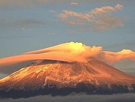 Captan al Popocatépetl con nube en forma de platillo volador
