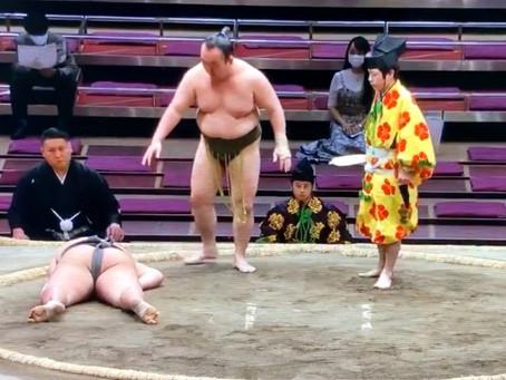 Murió luchador de sumo por golpe en la cabeza durante combate (VIDEO)