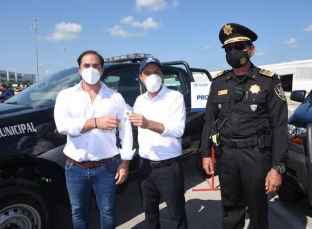 Julián Zacarías Curi recibe cinco unidades nuevas para la Policía Municipal de Progreso