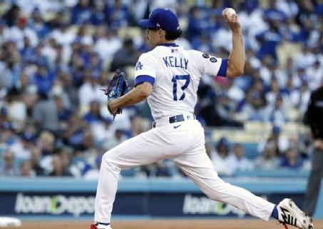 El lanzador Joe Kelly queda fuera de los playoffs con Dodgers por lesión en el bíceps
