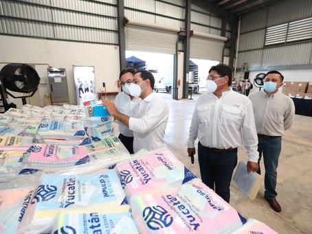 Mauricio Vila Dosal la entrega de 273,531 paquetes de útiles escolares