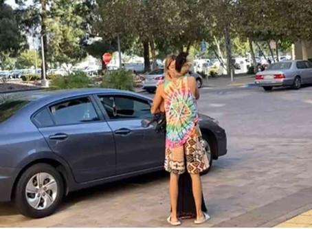 Mario Bautista despide a mujer en un hotel, lo graban y quita celular a reportera