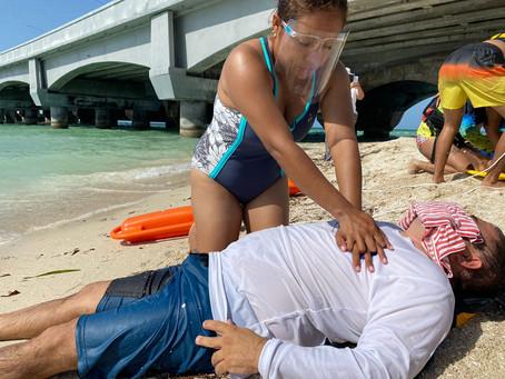 Personal de Turismo, y elementos de la Policía Municipal y Ecológica en cursos de primeros auxilios