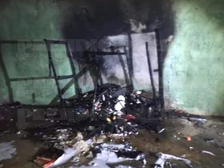 Fuego arrasó con enseres de una casa