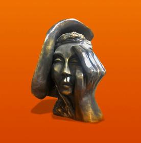 אשה עם כובע צד