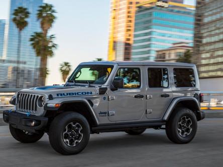 Le Jeep Wrangler Unlimited 4xe 2021 a remporté le prix « technologie hybride de l'année » d'AutoTech