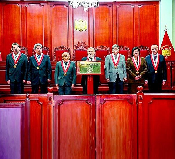 Miembros del Tribunal Constitucional del Perú admitieron demanda contra el gobierno por haber disuelto el Congreso unicameral.
