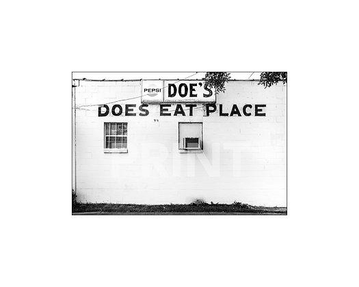 """""""Doe's Eat Place"""" Greenville, Mississippi"""