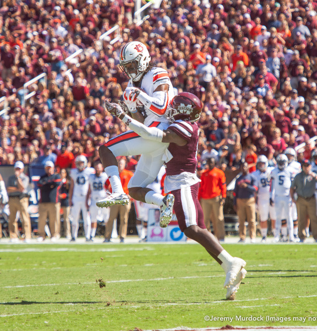 Auburn receiver makes a play on a deep pass.