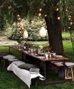 Mysig matplats under ett träd