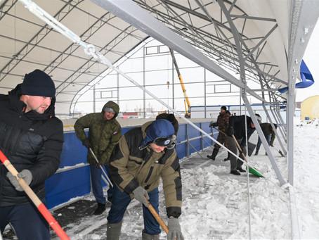 Карасукские хоккеисты помогли строителям приблизить «ледниковый период» в нашем городе