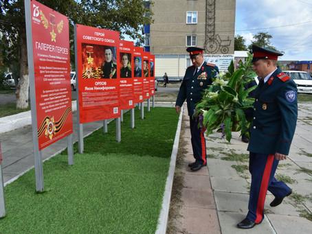 В Карасуке открыли «Галерею героев»