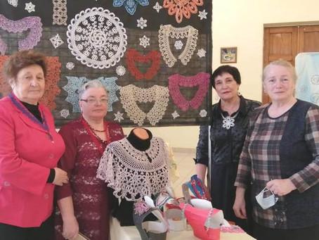Карасукские общественницы удивили своим фриволите коллег из Новосибирской области