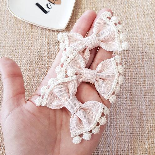 Laço Butterfly P Linho com Pompom Rosa Blush