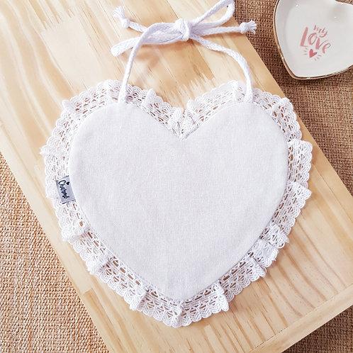 Babador Coração Renda em Linho Branco