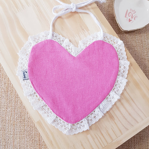 Babador Coração Renda em Linho Rosa Boneca